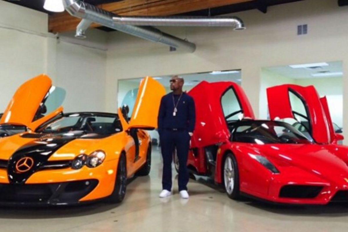Tiene una exclusiva flota de automóviles, que incluyen Buggati Veyron, Buggatti Gran Sport, dos Ferrari y un Lamborghini, entre otros. Foto:Vía instagram.com/FloydMayweather. Imagen Por: