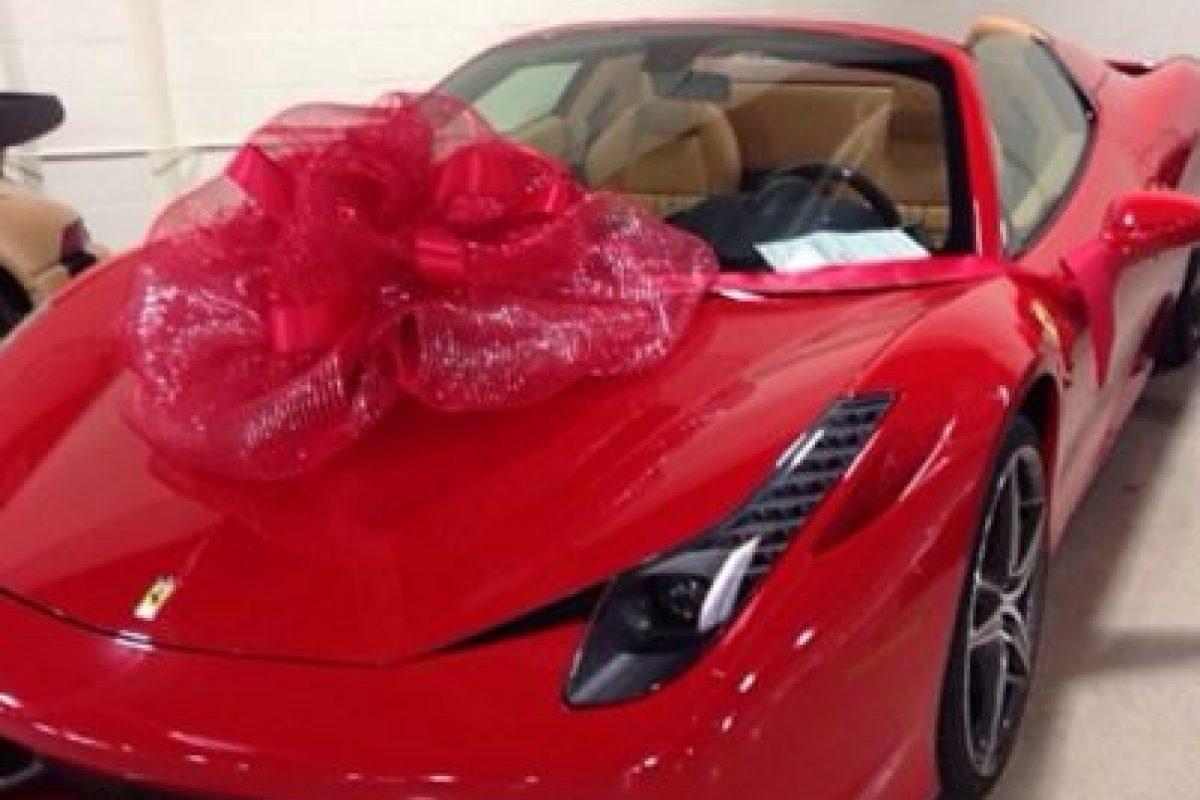 Y hace costosos regalos de este tipo a sus allegados. Foto:Vía instagram.com/FloydMayweather. Imagen Por: