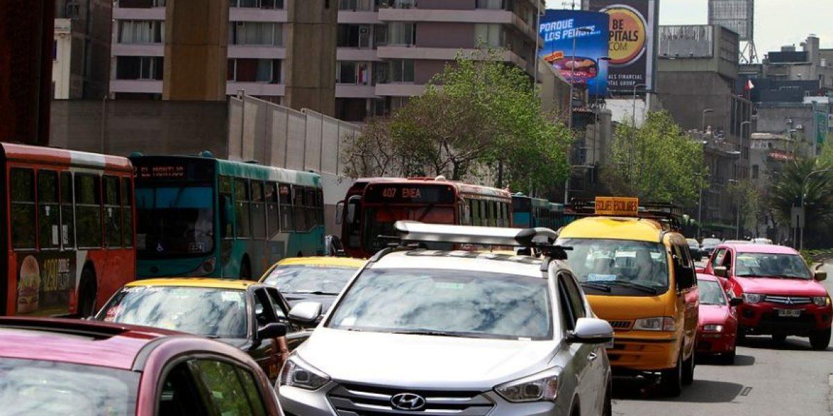 Buscan ampliar restricción vehicular también a autos con sello verde