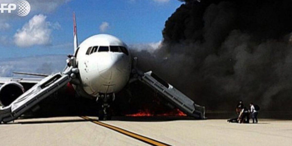 Al menos 7 heridos al incendiarse un avión en aeropuerto de Florida