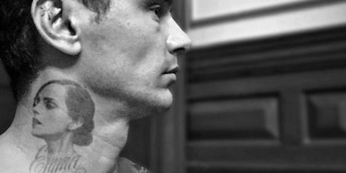 Polémico actor inmortalizó el rostro de Emma Watson en su cuello