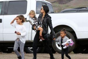 Por fortuna no le pasó nada y la hija de Kanye West se levantó y siguió caminando. Foto:Grosby Group. Imagen Por: