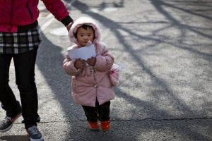 Como consecuencia de la política del hijo único existe una disparidad entre hombres y mujeres. Foto:AP. Imagen Por: