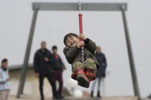 Niño refugiado juega en un centro en Austria. Foto:AFP. Imagen Por: