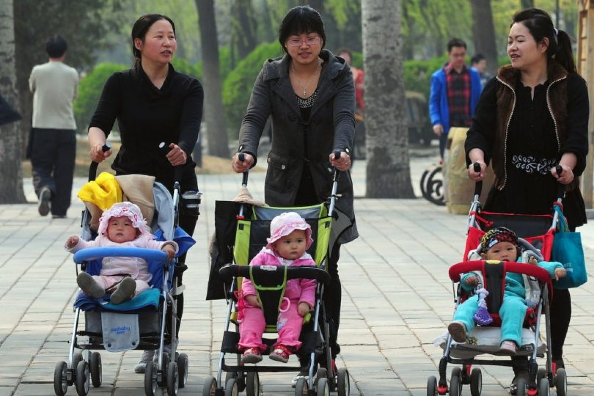 Desde 2013 ya habían flexibilizado la política y les habían permitido a las parejas en las que alguno era hijo único tener dos hijos. Foto:AFP. Imagen Por: