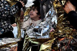Niño sirio llega a costas griegas tras pasar por la ruta del Mediterráneo. Foto:AFP. Imagen Por: