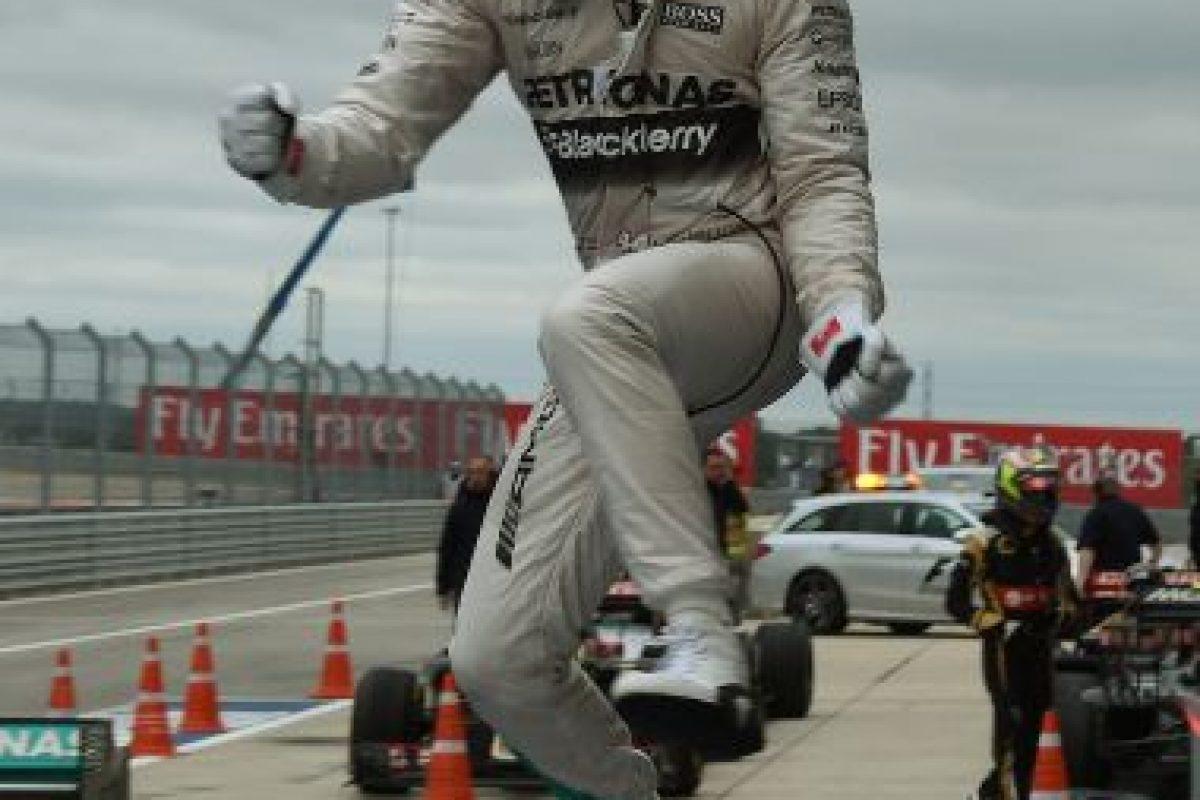 Lewis Hamilton celebra al ganar el Gran Premio en Austin, Texas. Foto:AFP. Imagen Por: