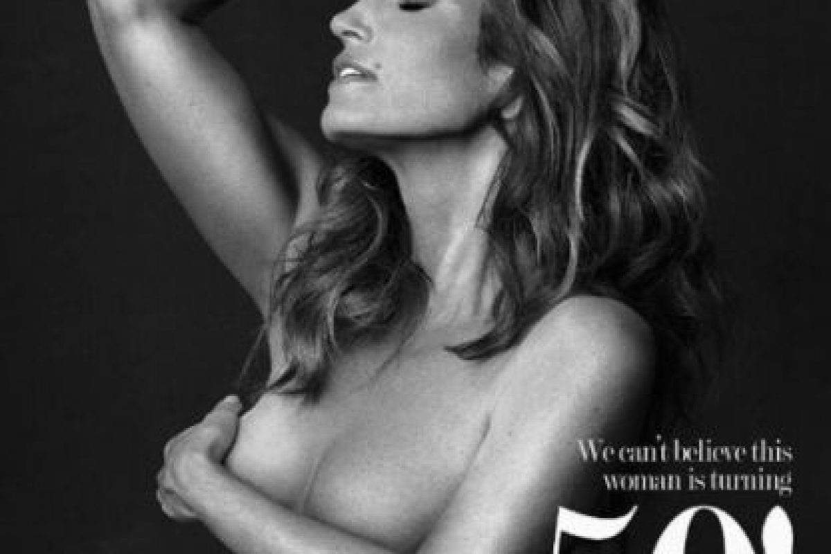 """Y para celebrarlo presumió su figura con este topless en la revista """"Off Camera"""". Foto:vía instagram.com/offcamerashow. Imagen Por:"""