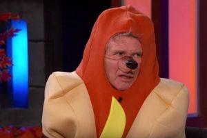 "Este ""delicioso"" Hot Dog es Foto:YouTube/JimmyKimmelLive. Imagen Por:"