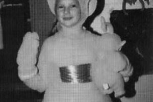 """La estrella pop ya no luce tan rellenita como con este traje de """"Teletubbie"""". Foto:vía instagram.com/taylorswift. Imagen Por:"""