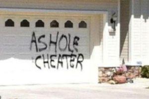 Poner un aviso en la casa. Foto:vía Facebook.com. Imagen Por: