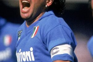 Jugó con el Napoli hasta la temporada 1990-1991. Foto:Getty Images. Imagen Por: