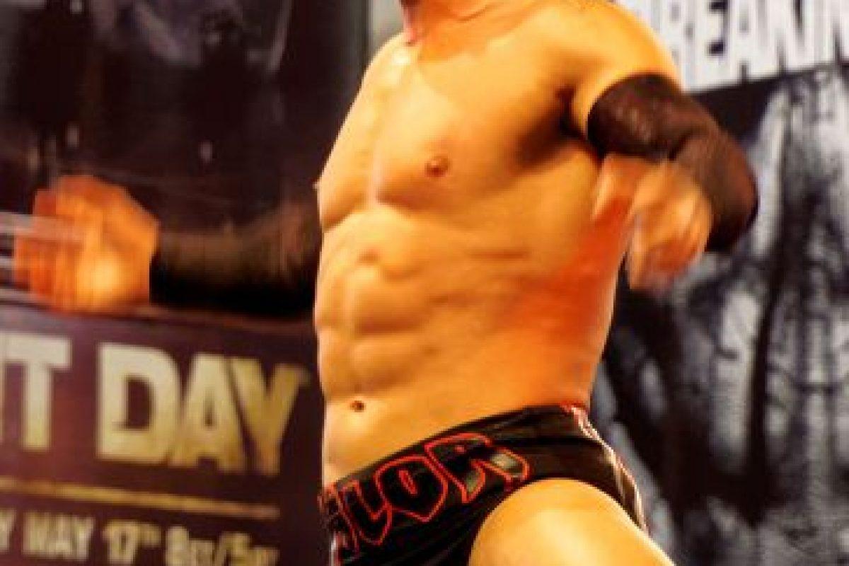 Su nombre real es Fergal Devitt y y también ha peleado bajo el nombre de Prince Devitt Foto:WWE. Imagen Por: