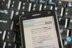 10- Las cuentas verificadas se muestran con una paloma de color blanco dentro de un círculo azul. Foto:Getty Images. Imagen Por: