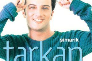 """Tarkan. Y su beso """"Muack muack"""", en la canción Simarik. Foto:vía Facebook/Tarkan. Imagen Por:"""