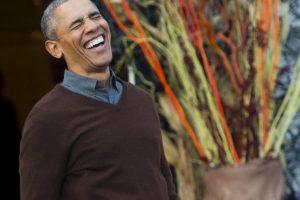 Obama sorprendido por un bebé disfrazado como el Papa Francisco Foto:AFP. Imagen Por: