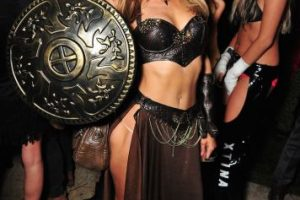 La socialité lució su figura en el traje de una gladiadora. Foto:Getty Images. Imagen Por: