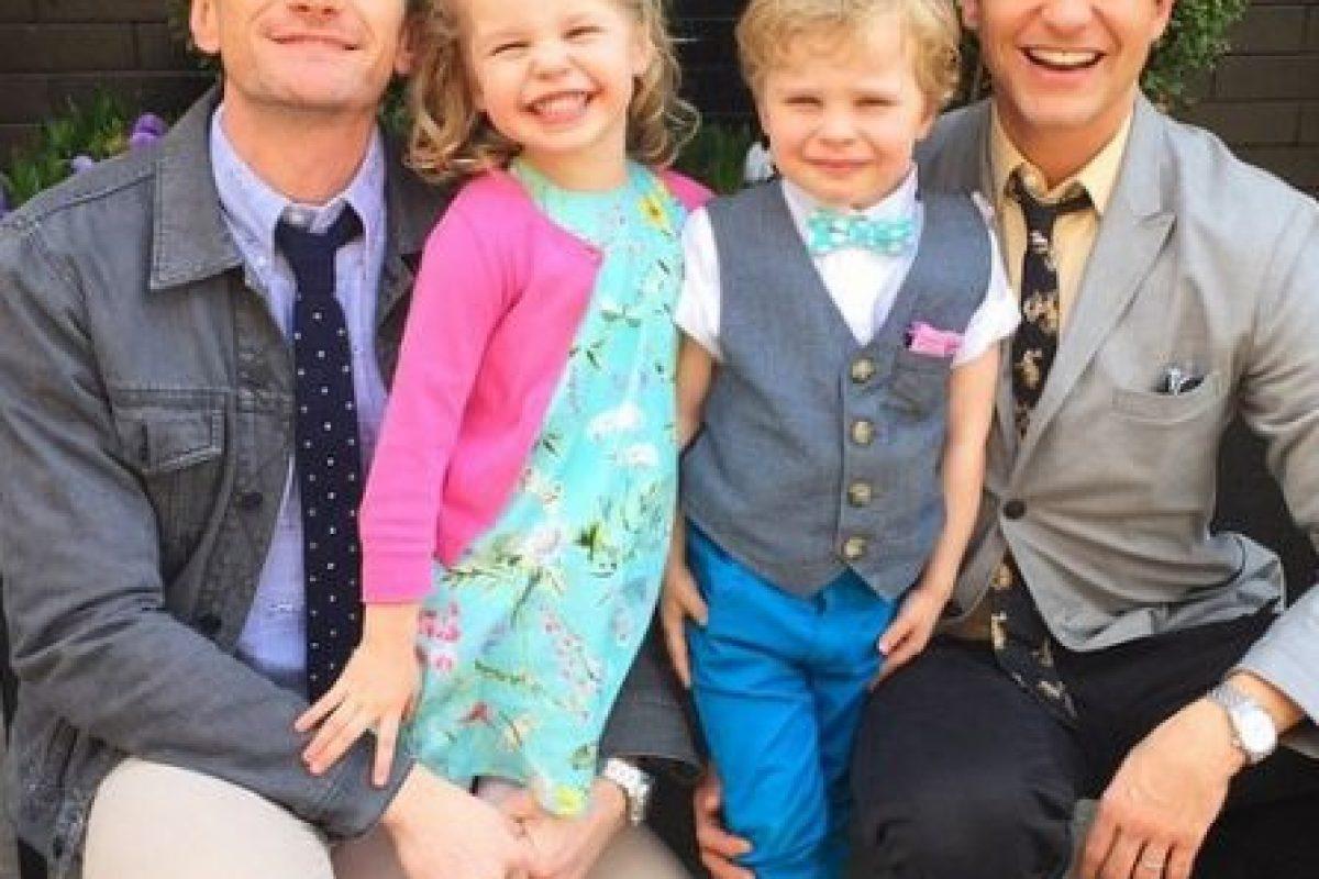 Neil Patrick Harris, David Burtka y sus gemelos Gadeón y Harper. Foto:Instagram/nph. Imagen Por: