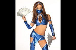 """AJ Lee como """"Kitana"""" de Mortal Kombat. Foto:WWE. Imagen Por:"""