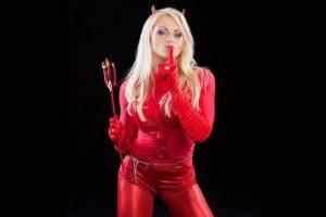 Aksana como el diablo. Foto:WWE. Imagen Por: