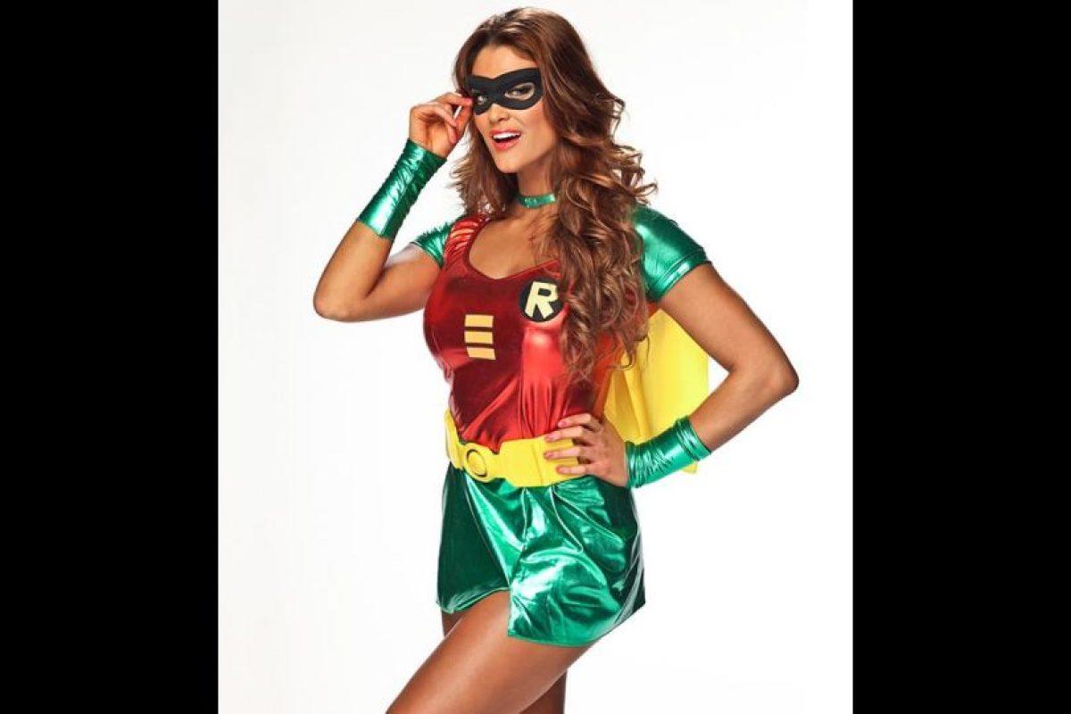 Eve Torres como Robin. Foto:WWE. Imagen Por: