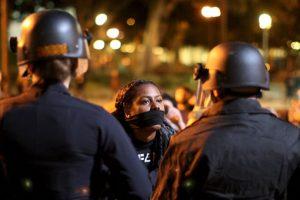 2. El oficial, identificado como Darren Wilson bajo el alegato de que Brown lo quería atacar. Foto:Getty Images. Imagen Por: