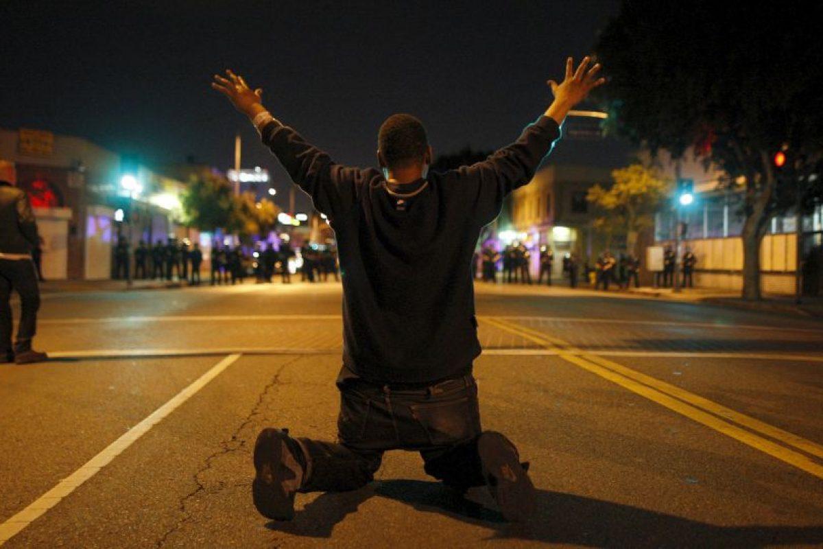 4. Un día después, el 9 de agosto, los ciudadanos comenzaron a hacer protestas ya que aseguraban que se trataba de un caso de discriminación racial. Foto:Getty Images. Imagen Por: