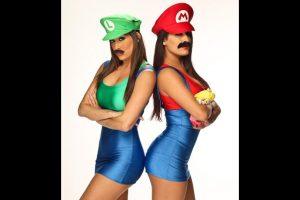 """Las hermanas Bella como """"Mario"""" y """"Luigi"""" de Super Mario Bros. Foto:WWE. Imagen Por:"""