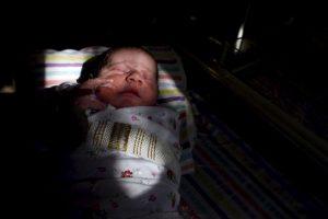 La mayoría de los casos ocurren al azar sin ninguna razón aparente. Una teoría sugiere que los síntomas de la Pentalogía de Cantrell se producen debido a una anormalidad en el desarrollo de tejido embrionario temprano en el embarazo. Foto:Getty Images. Imagen Por: