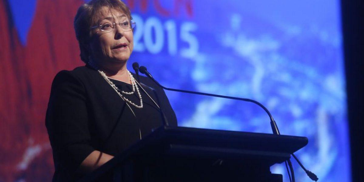 Bachelet compromete un