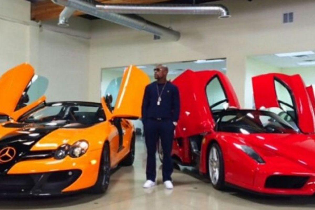 Tiene una exclusiva flota de automóviles, que incluyen Buggati Veyron, Buggatti Gran Sport, dos Ferrari y un Lamborghini, entre otros. Foto:instagram.com/FloydMayweather. Imagen Por: