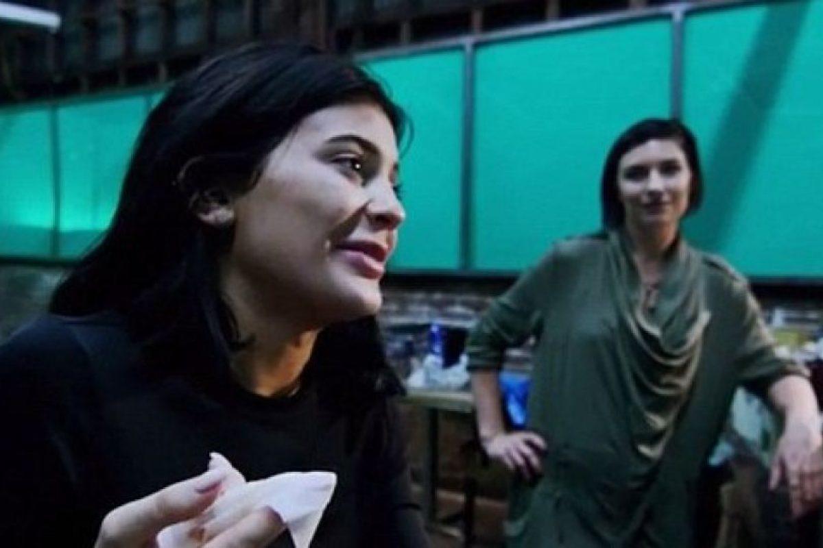 """A través de su sitio web, la estrella de """"Keeping Up With The Kardashians"""" compartió con sus fans el proceso de su caracterización de zombi. Foto:kyliejenner.com. Imagen Por:"""