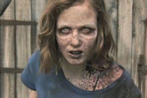 """Las esperanzas de encontrarla con vida se vieron destruidas cuando, en el granero donde """"Hershel"""" mantenía un grupo de zombis con la esperanza de curarlos, apareció en pie la hija de """"Carol"""" Foto:AMC. Imagen Por:"""