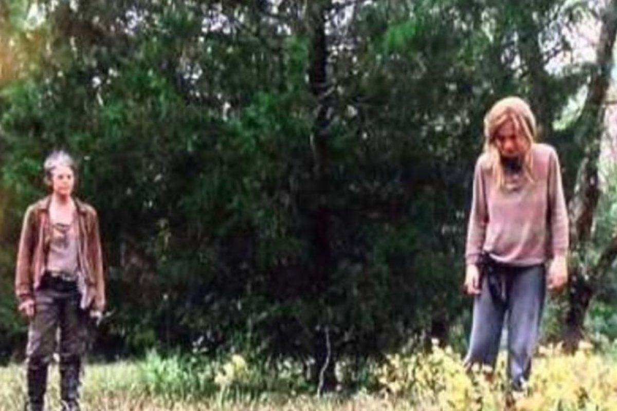 """Los conflictos mentales que se plantea """"Lizzie"""" sobre la muerte provocan que asesine a su hermana menor. """"Carol"""" posteriormente la ejecuta Foto:AMC. Imagen Por:"""