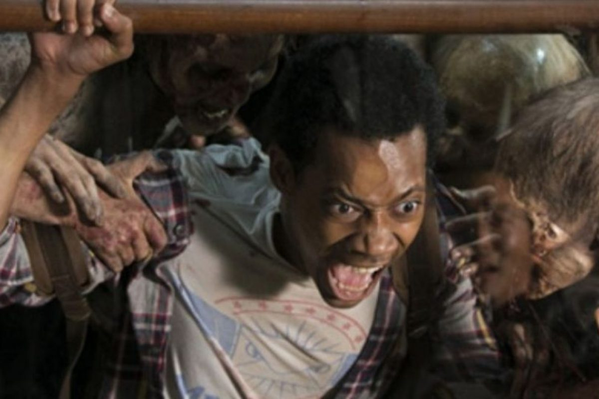 El joven muere al ser atacado por un grupo de caminantes Foto:AMC. Imagen Por: