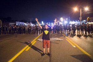 9. Esta decisión desató la ira de los ciudadanos, quienes volvieron a protestar. Foto:Getty Images. Imagen Por: