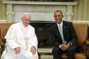 """De acuerdo a documentos en poder de la televisora, se trata de Yayo Grassi, un argentino viejo amigo del papa quien radica en Estados Unidos. Tres semanas antes del esperado viaje, el pontífice le llamó: """"Me dijo que le gustaría darme un abrazo"""", explicó Grassi. Foto:Getty Images. Imagen Por:"""