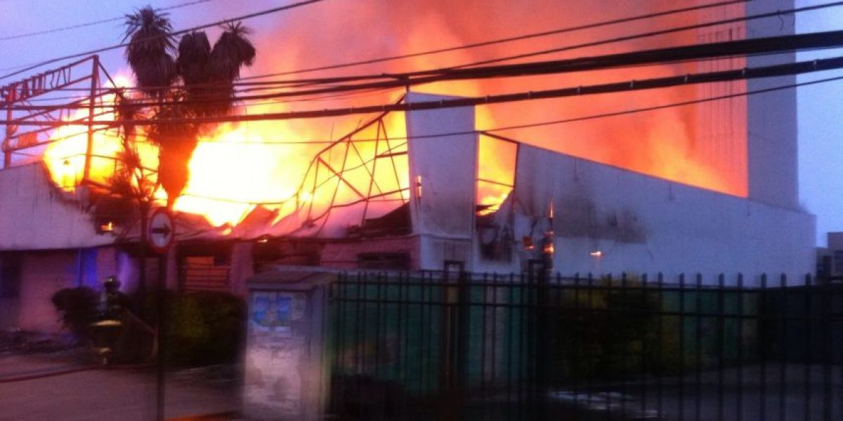 Violento incendio se registra en local comercial de La Florida