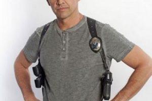 Enrique Camarena Jr. es el hijo de un personaje real y contradictorio por tratarse de un policía encubierto que tuvo que realizar actor reñidos con la ley para infiltrarse en la organización criminal Foto:Telemundo. Imagen Por: