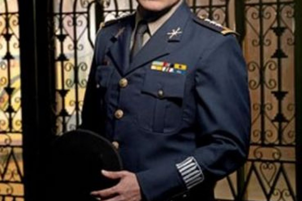 """General Jimenez """"El Letrudo"""" era José de Jesús Gutiérrez Rebollo , papel realizado por Juan Ríos Foto:Telemundo. Imagen Por:"""