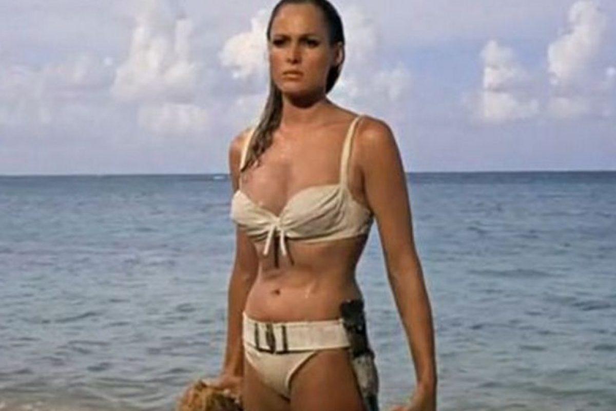 Ursula Andress fue la primera chica Bond Foto:Vía imdb.com. Imagen Por: