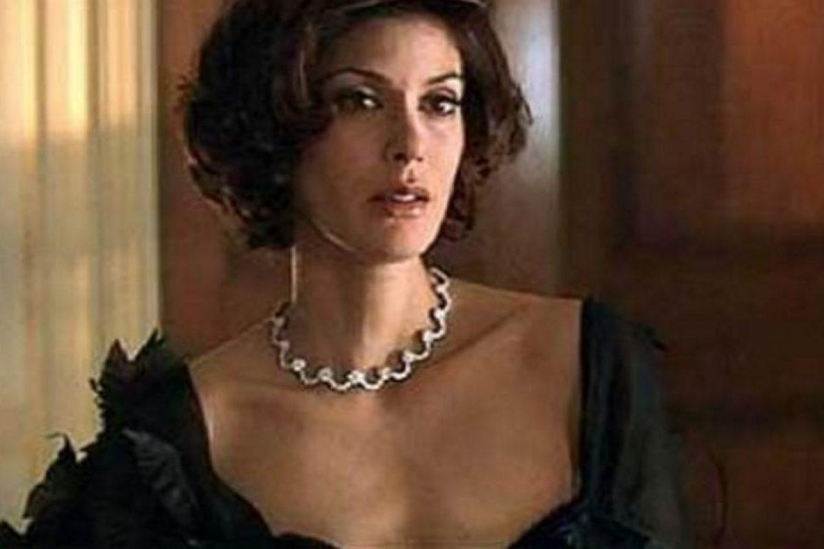 """Teri Hatche fue Paris Carver en """"Tomorrow never dies"""", la segunda película de Pierce Brosnan como James Bond Foto:Vía imdb.com. Imagen Por:"""