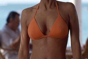 """La ganadora del Óscar Halle Berry protagonizó junto a Pierce Brosnan """"Die another day"""", la última película del actor irlandés como Bond Foto:Vía imdb.com. Imagen Por:"""