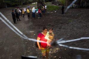 Explica que habitar zonas cercanas a ríos o lagos, aún cuando están secos, es un error Foto:AFP. Imagen Por: