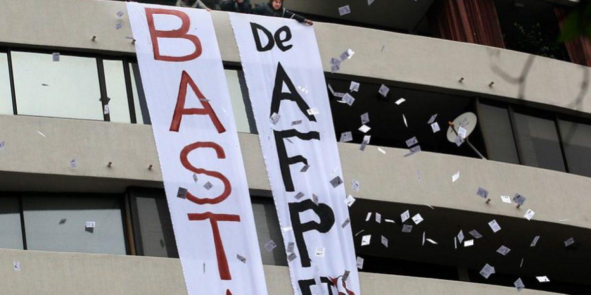 Grupo protesta y se toma las oficinas de las AFP