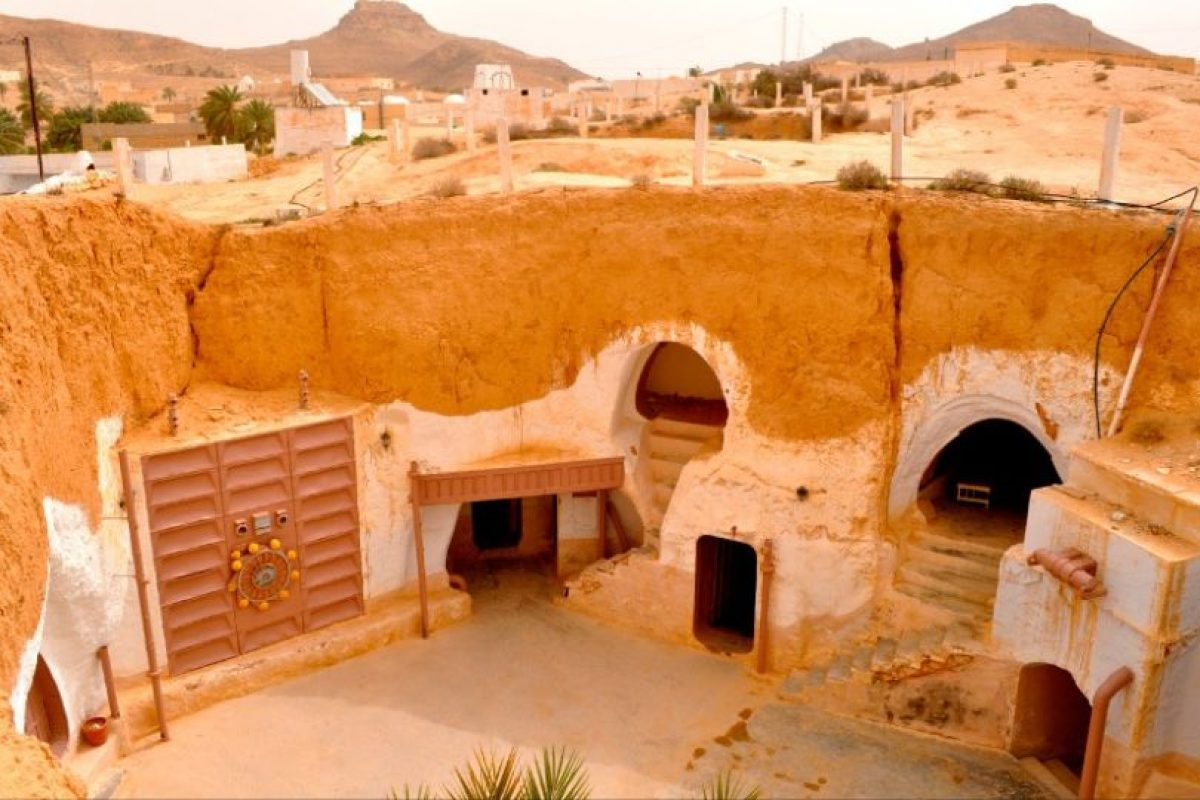 GRANJA LARS Y EL MUNDO DESÉRTICO EN TATOOIN: Es la localización del famoso Hotel Sidi Driss, un edificio tradicional bereber donde se rodaron las escenas interiores de la casa de la familia Lars en Tatooine. Foto:goeuro.es. Imagen Por: