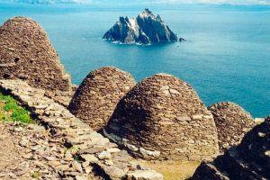 SKELLIG MICHEL: Según los rumores, esta isla irlandesaserá el refugio de Luke Skywalker o incluso el lugar elegido para montar una Academia Jedi. Foto:goeuro.es. Imagen Por: