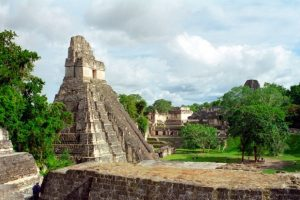 YAVIN 4: Los restos delas minas mayas de Tikal, en Guatemala, han servido como escenario para la base rebelde en Tanin 4 en el Episodio IV. Foto:goeuro.es. Imagen Por: