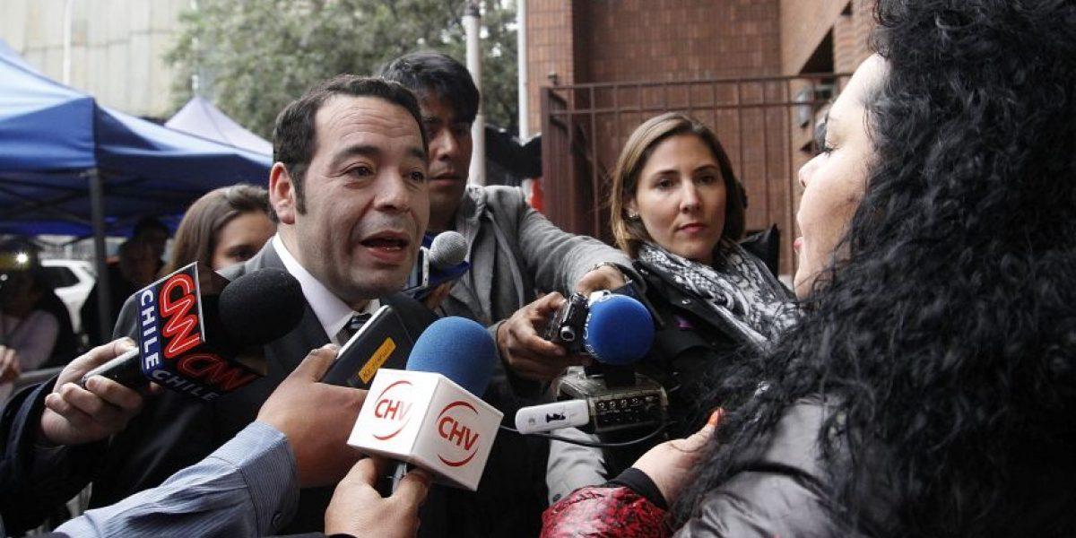 """Usuarios increpan a gritos al director del Registro Civil: """"Esto ya es indigno"""""""