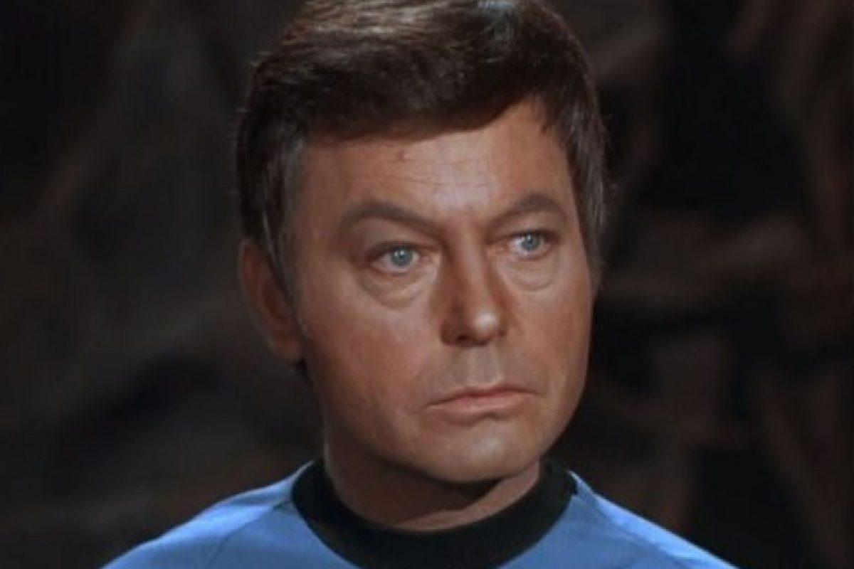 "Interpretó al doctor ""Leonard McCoy"". Foto:IMDB. Imagen Por:"